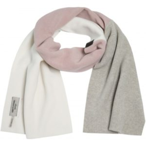 Soft triangular scarf, made of 2 pieces of fleece. Use it as a scarf or as a small shawl.
