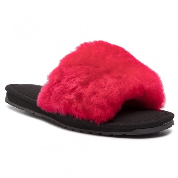 Made from the softest, frosted tip Australian sheepskin and featuring our crossover design, these slippers will keep feet cosy and secure. The TPR sole offers indoor and outdoor wear.