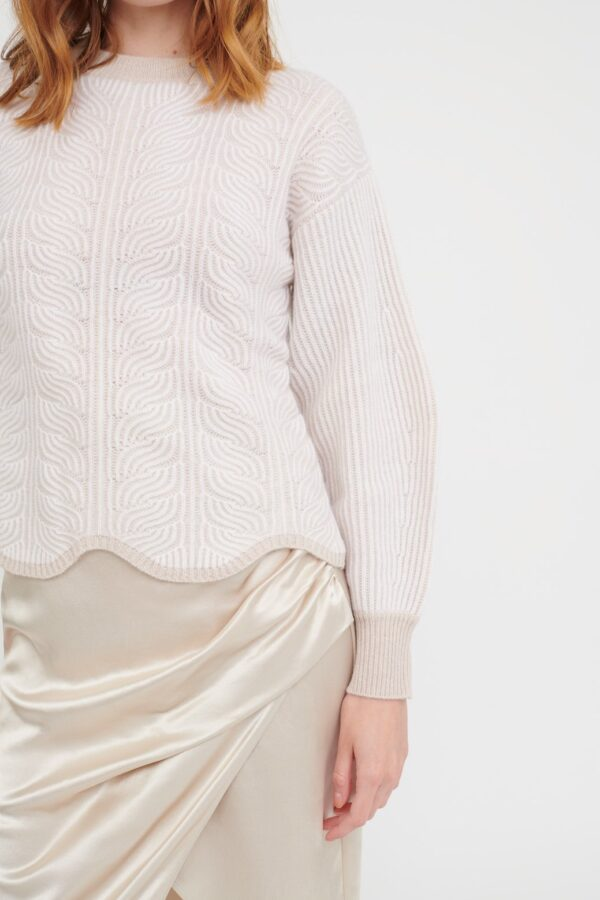 Luxurious crafted from a super-soft blend of Wool and Cashmere, two-tone scalloped hem, high-quality knit. Crafted in 70% Wool and 30% Sustainable Cashmere, knitted
